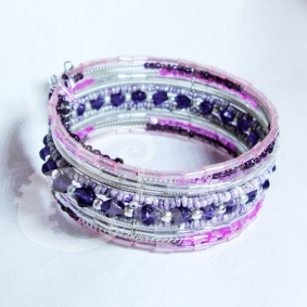 Bracciale rigido con perline, disponibile su Ethnik